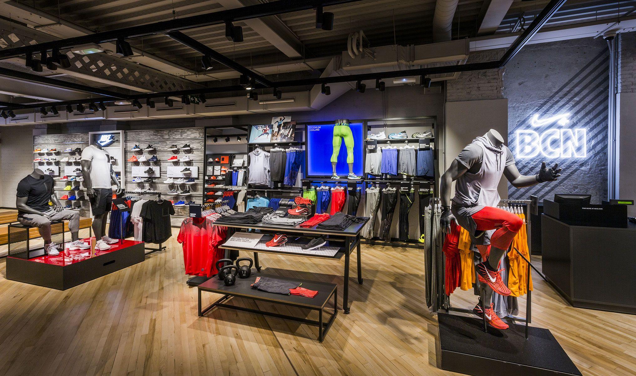 Discriminar Grillo cafetería  Nike y Columbia se ajustan en España como parte del plan...